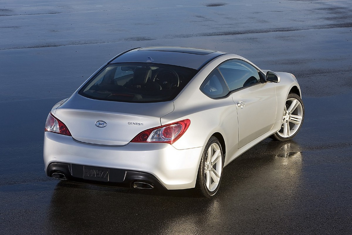 2011 hyundai genesis coupe with images and specification maximum speed. Black Bedroom Furniture Sets. Home Design Ideas