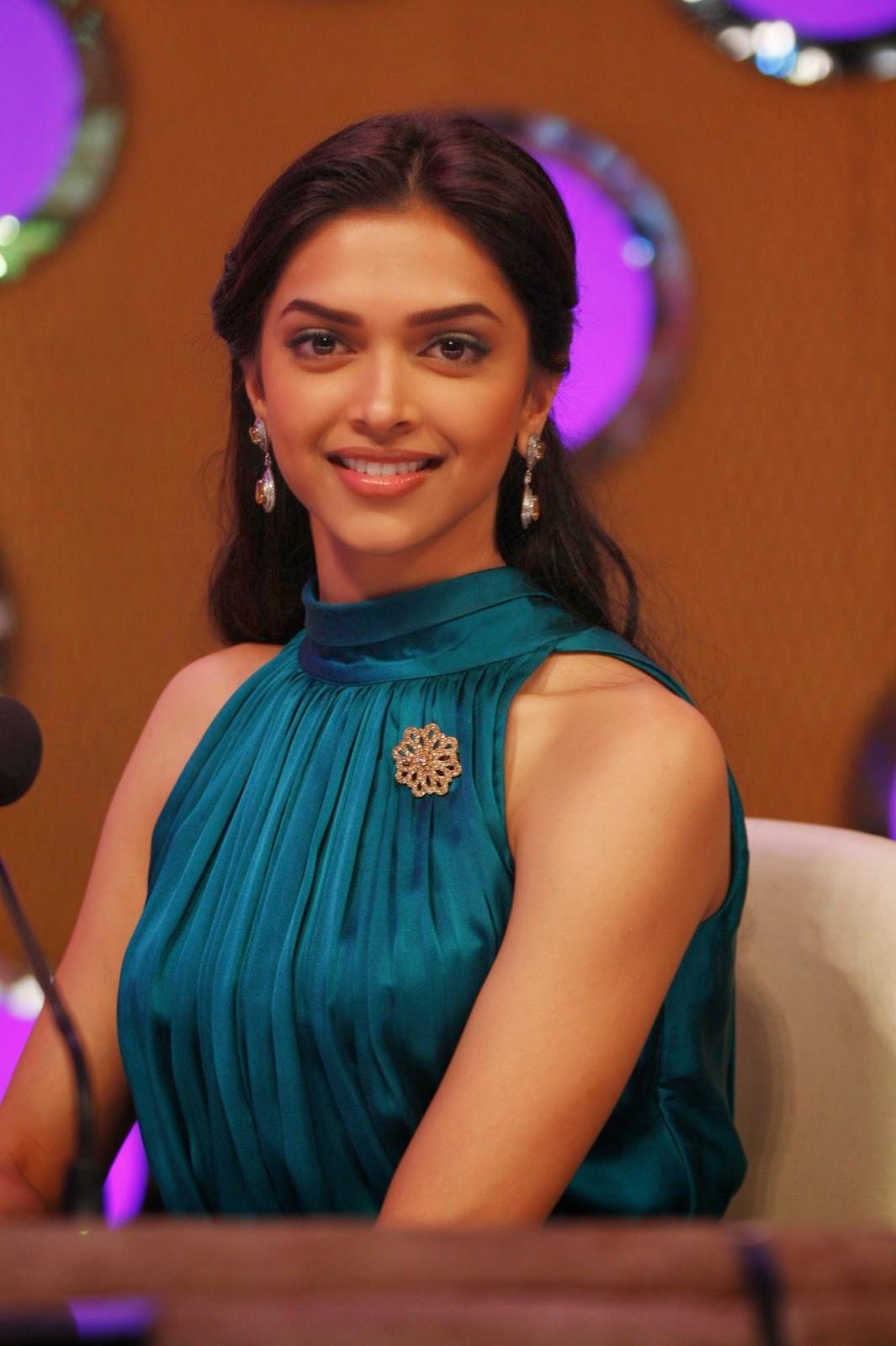 Deepika Padukone boobs closeup captured pics