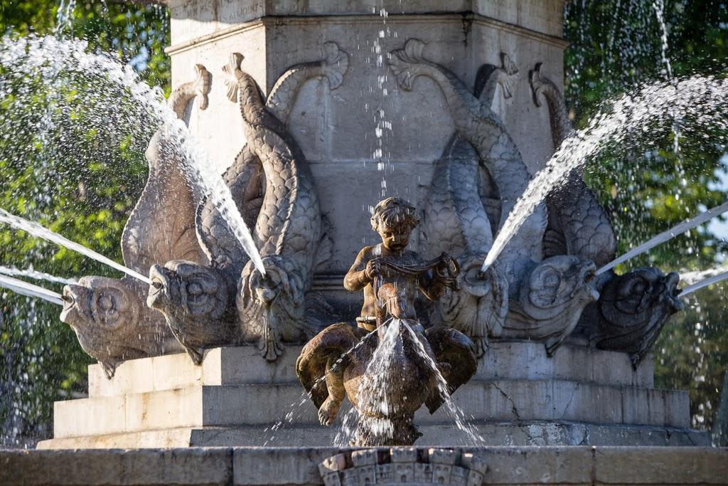 Fontaine de la rotonde aix en provence france images - Bureau de poste la rotonde aix en provence ...