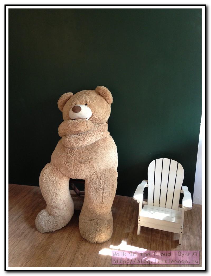 大熊熊與椅子