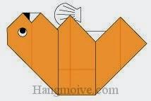 Bước 9: Vẽ mũi, vẽ mắt để hoàn thành cách xếp con Rái cá biển bằng giấy origami đơn giản.