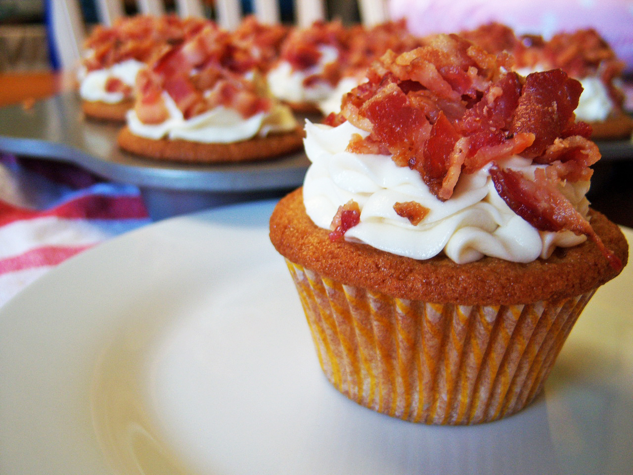Delightfully Dowling: maple bacon cupcakes
