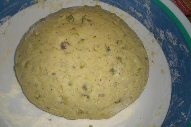 il pane ai pistacchi in lievitazione