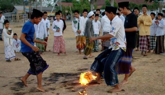 Sepak Bola Api Indonesia Dikagumi Media Inggris
