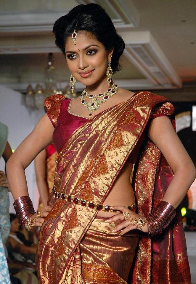 Bollywood Latest Fashion Actress Amala Pual Looking