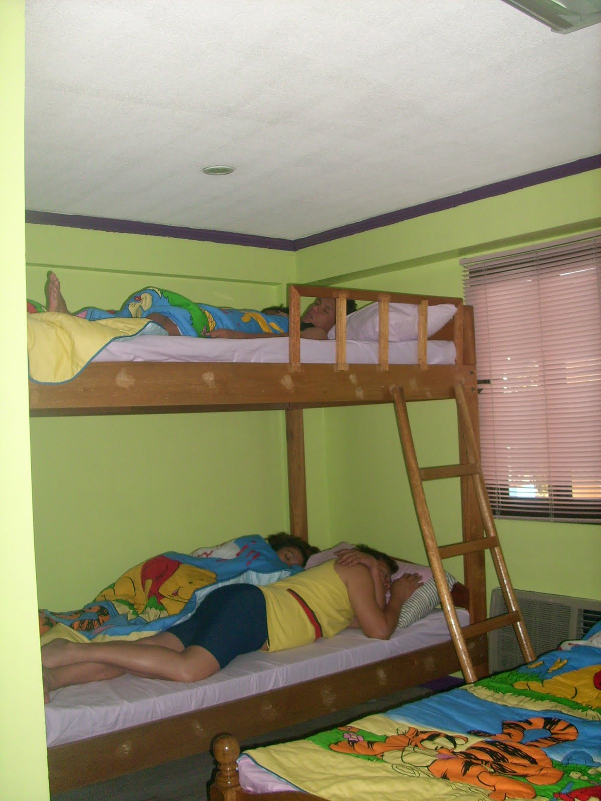 My mind 39 s outburst hanleck resort in pansol laguna reviewed for Bedroom designs double deck