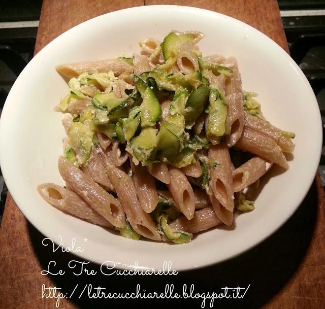 pasta integrale con feta e zucchine