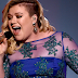 Kelly Clarkson apresentou 'Heartbeat Song' no palco do iHeartRadio Music Awards 2015