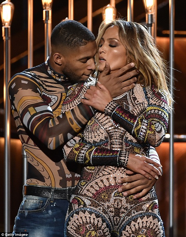 pictures-american-music-awards-2015-jennifer-lopez-performance.jpg