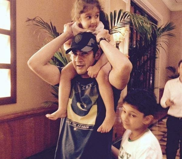 ‎MaheshBabu‬ Latest Picture with His Children | Gautham | Sitara