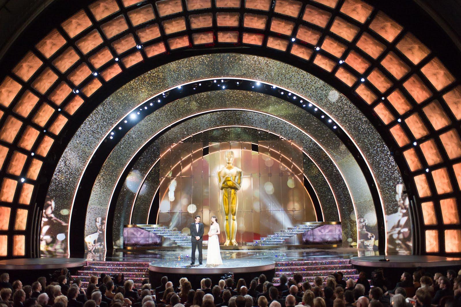 http://2.bp.blogspot.com/-N1OPJX_V0co/TWtCKFxsa6I/AAAAAAAAFLc/hWi9EtEznj4/s1600/83rd_Oscars_stage.jpg