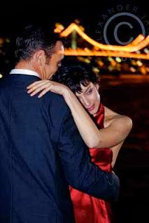 pareja bailando juntos