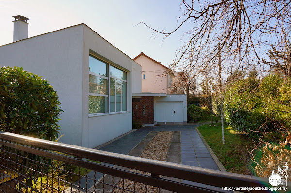 Le Chesnay - Maison Hammelburg.  Architecte: Claude Parent avec André Bages (Ingénieur conseil)  Construction: 1955 - 1956