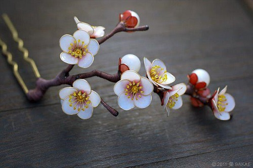 Exquisite Wire And Resin Kanzashi Flower Hair Jewelry