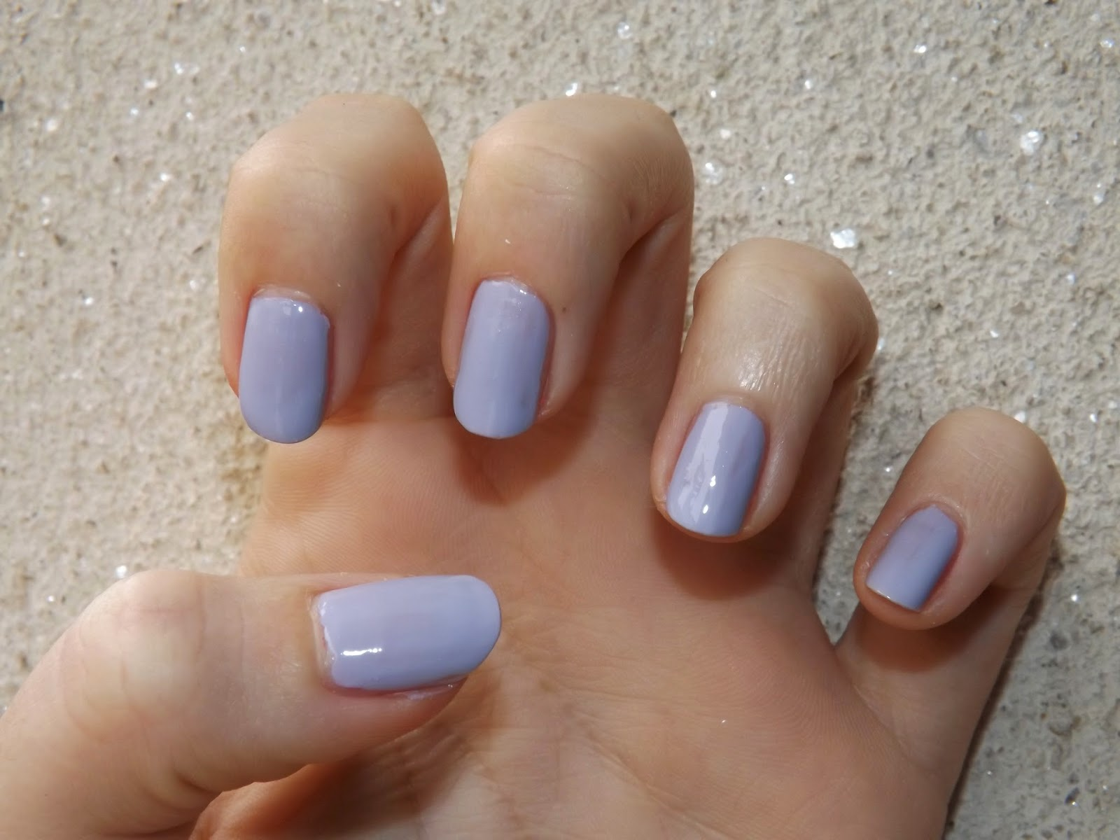 Ongles lilas - Faux ongles rose pale ...