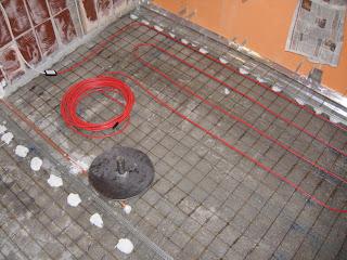 второй уровень стяжки с теплым полом - укалыдваю кабель