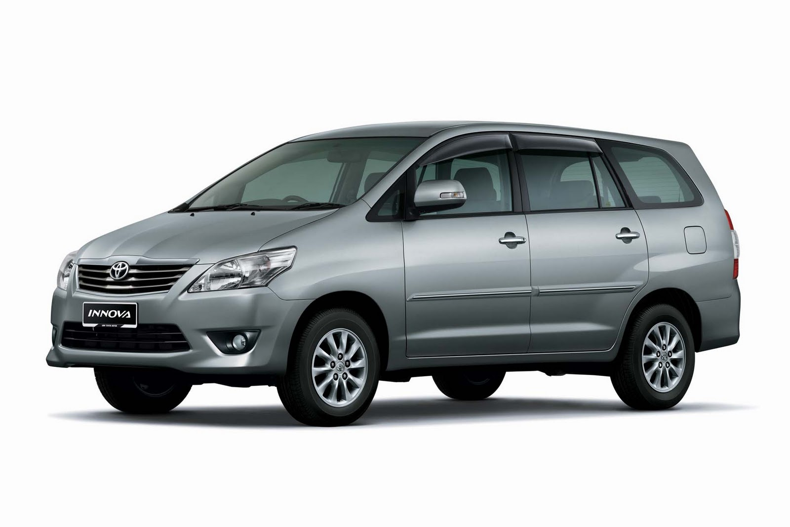 Sam S Auto Scoop Facelifted Innova Now In Showrooms