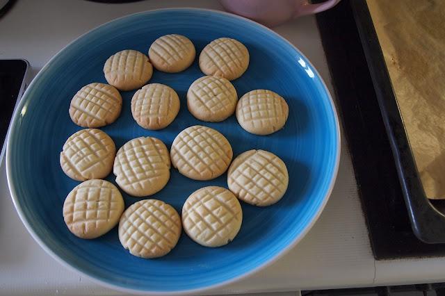 Melting moments, yoyo baked shortbread