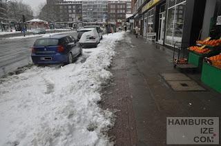 """Fake-Winterdienst: """"Geräumter Radweg"""" Winterhuder Marktplatz"""