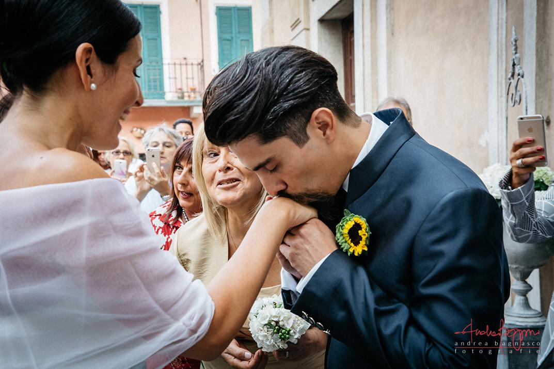 arrivo sposa chiesa baciamano
