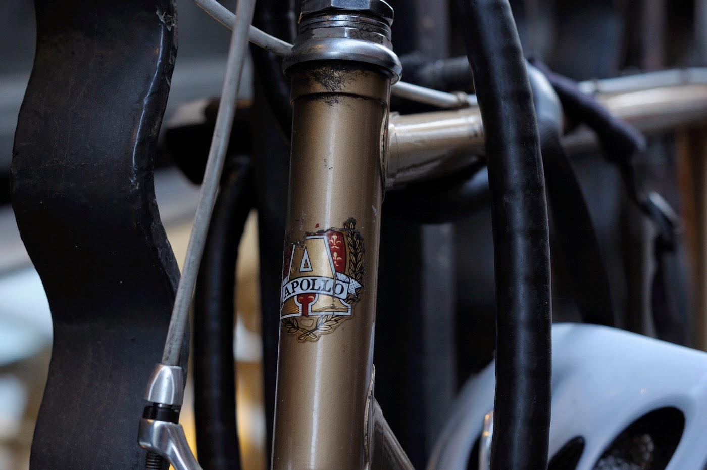 Bespoke, vintage, custom, Tim Macauley, The Biketorialist, The Light Monkey Collective, Melbourne, flinders lane, bicycle, road bike, Apollo, bike, setup, shimano, 600, groupset, badge, logo, decal, headtube