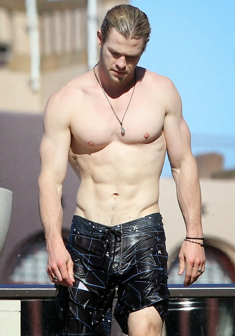 Chris Hemsworth Body Photos | New Movies Collections