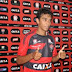 Vitória devolve volante Lucas Zen ao Botafogo