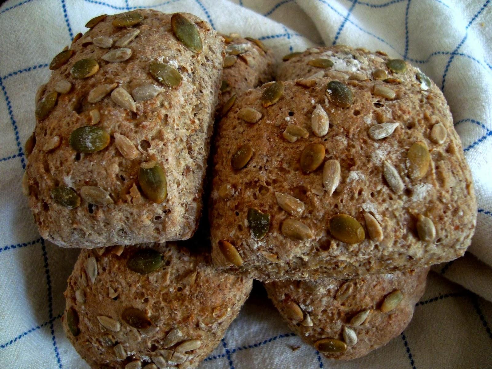 grovt bröd med gräddfil