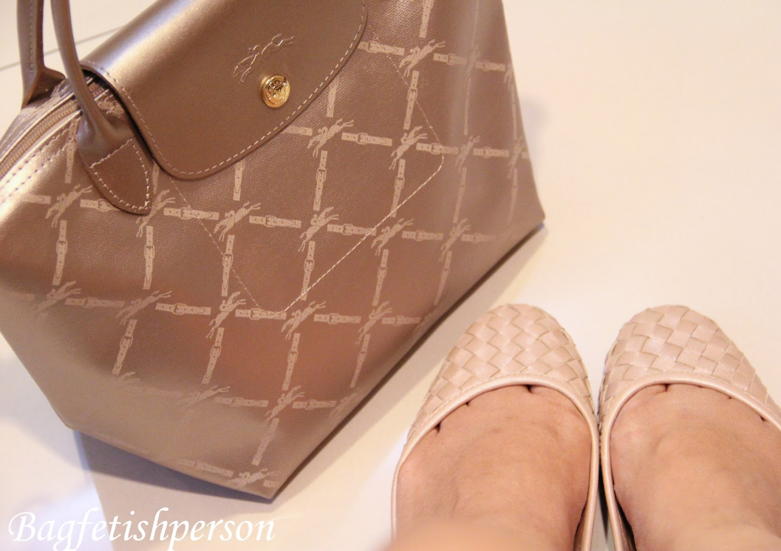 http://2.bp.blogspot.com/-N3aXSMasTUQ/T4GnUjIHN-I/AAAAAAAACVE/9NhZx4iZkh8/s1600/Longchamp+LM+rosegold+and+pla+cream+wicker+flat+shoes-1.jpg