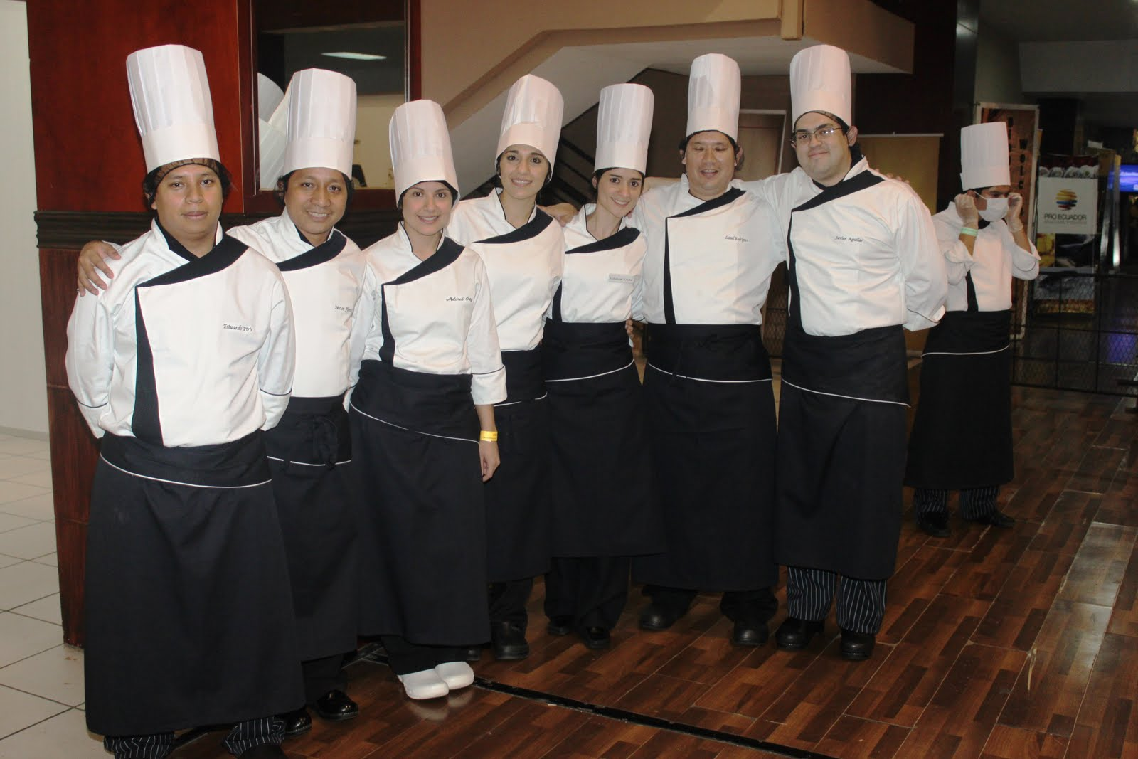Nestor flores chef de san mart n bakery en gastron mico for Equipo para chef