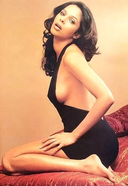mallika-sherawat-hot-sexy-bikini