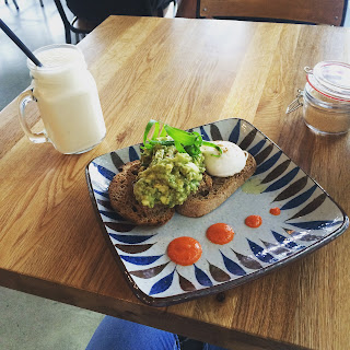 Smashed avo and smoothie, Basket Brothers