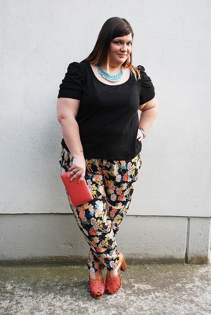 outfit plus size, curvy, taglie comode floreale e corallo
