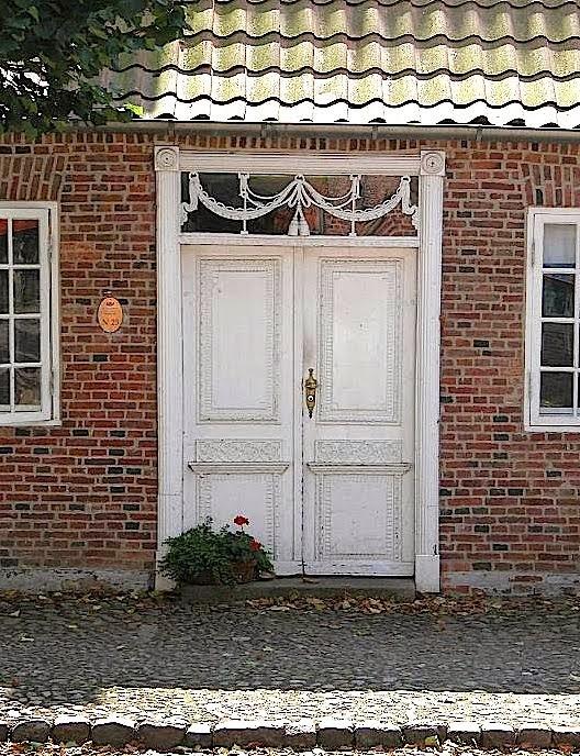 Se 20 af Slotsgadens flotteste døre: