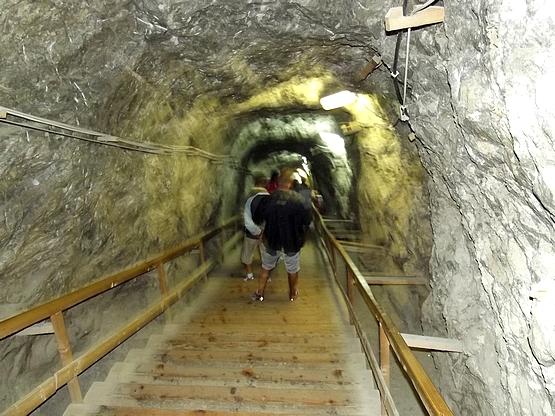 Lépcsők a bánya mélyébe