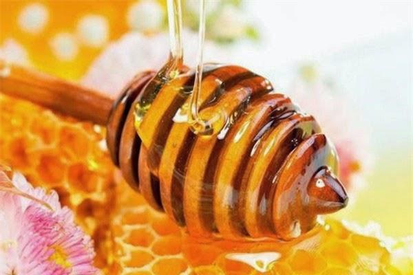 Tẩy lông mặt đơn giản với mật ong