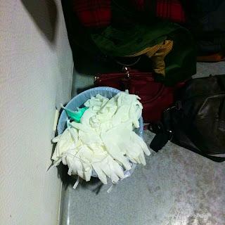 Handschuhe Mülleinmer Krankenhaus