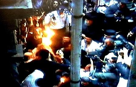 19.04.2014. Схождение Благодатного огня... 15,56 по Москве. Автор фото председатель НСНБР А.Г.Огнивцев