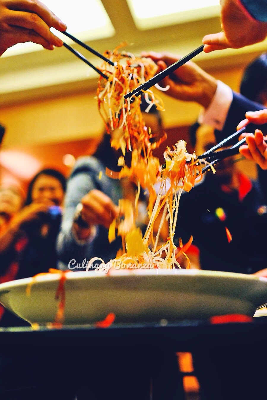 Tossing Yee Sang (www.culinarybonanza.com)