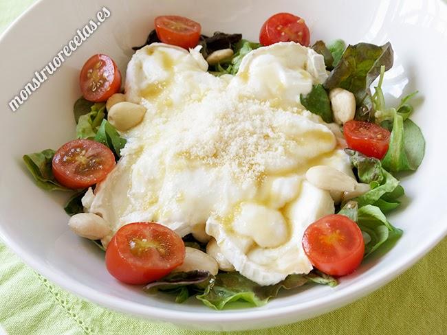 Ensalada de queso de cabra, yogur y vinagreta de miel