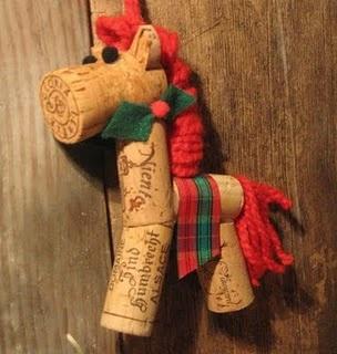 Cavalinho de rolhas para enfeitar a árvore de natal