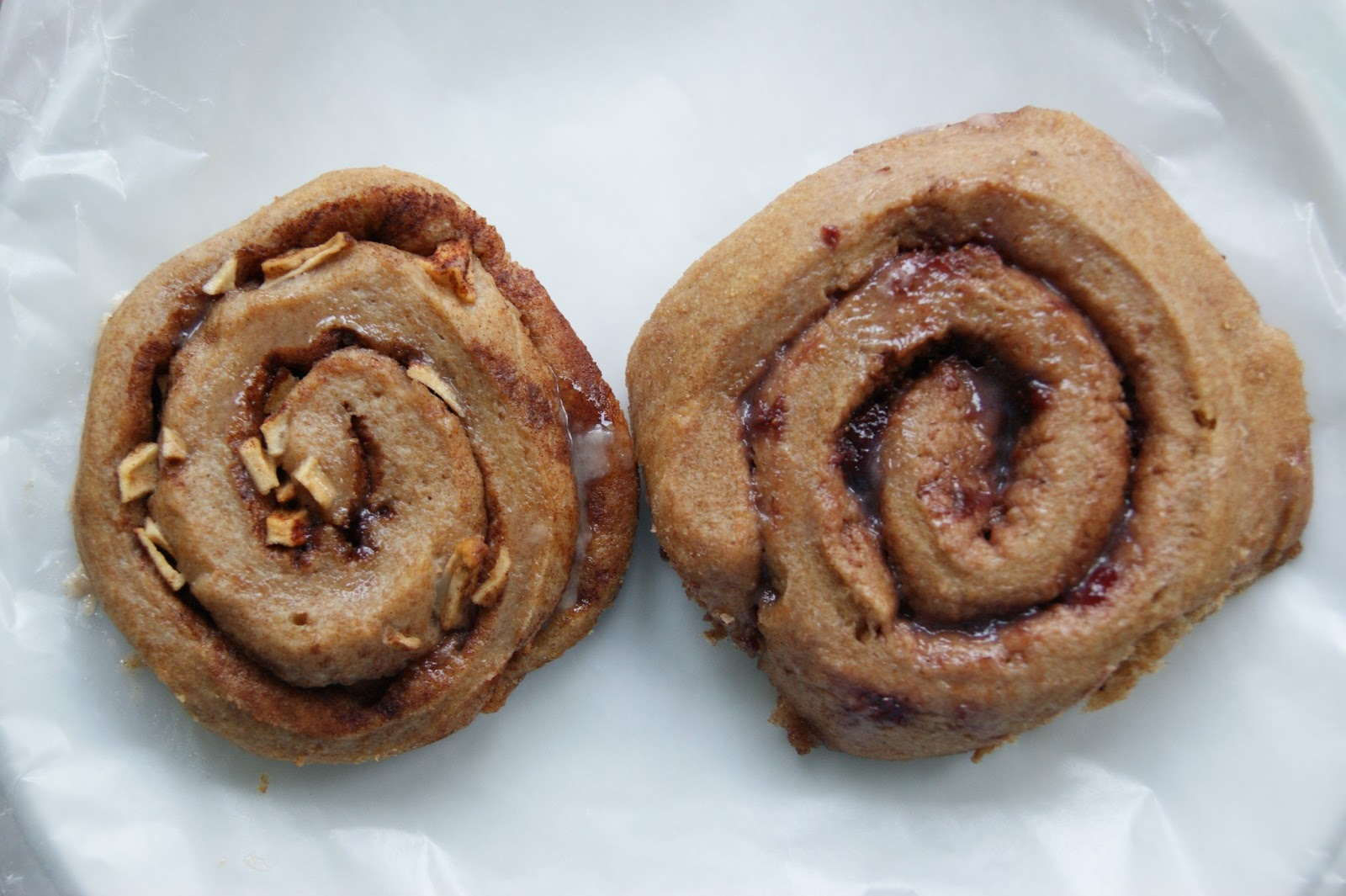 cinnamon buns Try these easy cinnamon rolls with vanilla icing as a treat for afternoon tea they're delicious served warm or cold – you can also make them ahead and freeze.