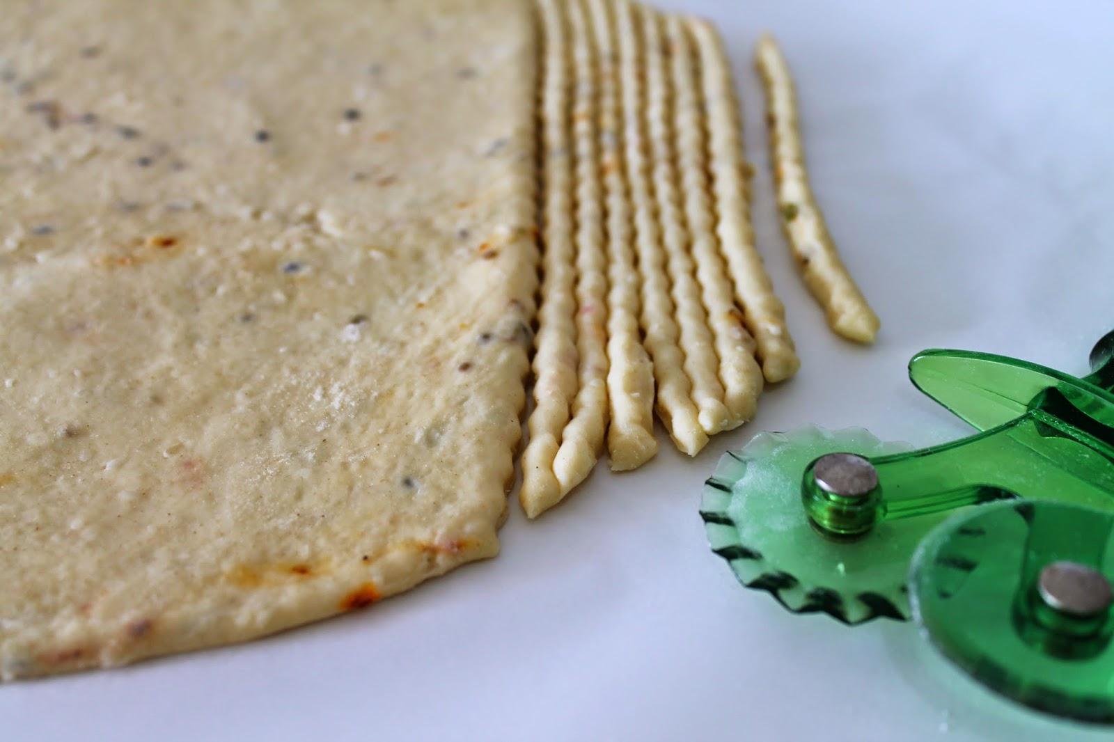 ev yapımı parmesan peynirli çubuk kraker