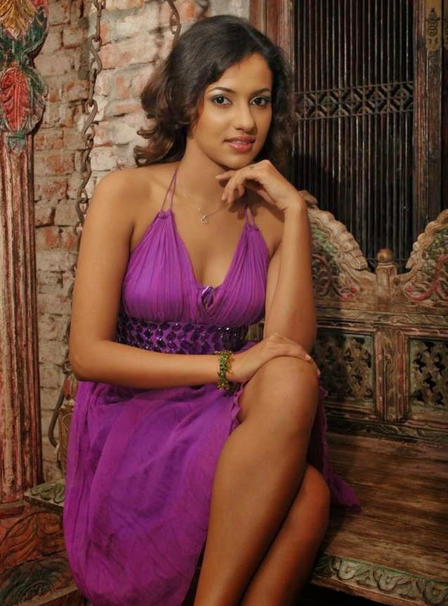 Sexiest Women In Bikinis: Udari - 93.3KB