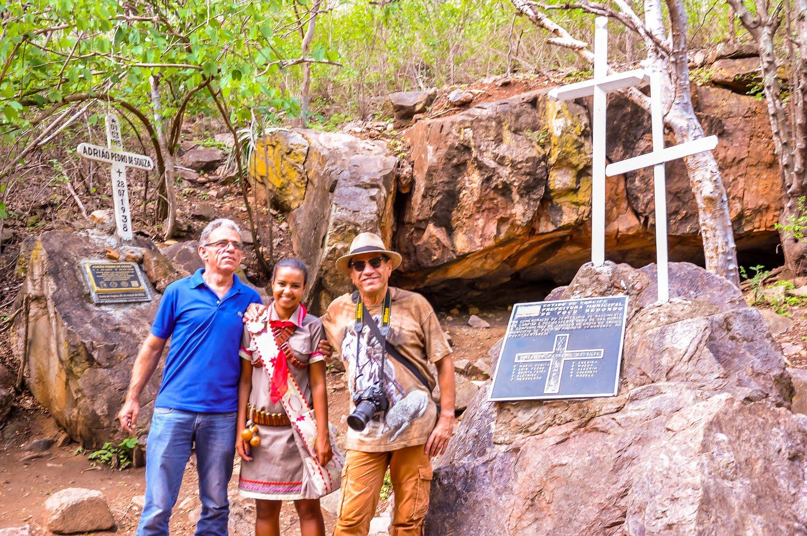 GROTA DO ANGICO - Por trás da gente, foi onde Lampião e Maria Bonita montaram sua barraca