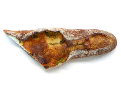 オリーブのバゲット | Torch.bakery(トーチドットベーカリー)
