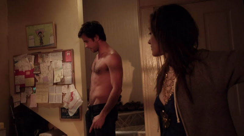 Justin Chatwin Shirtless on Shameless s1e01