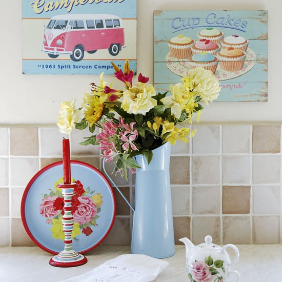 Vintage+Kitsch+Accessories+on+the+kitchen+counter Dream Interiors | Vintage Shabby Chic British Country Home Style