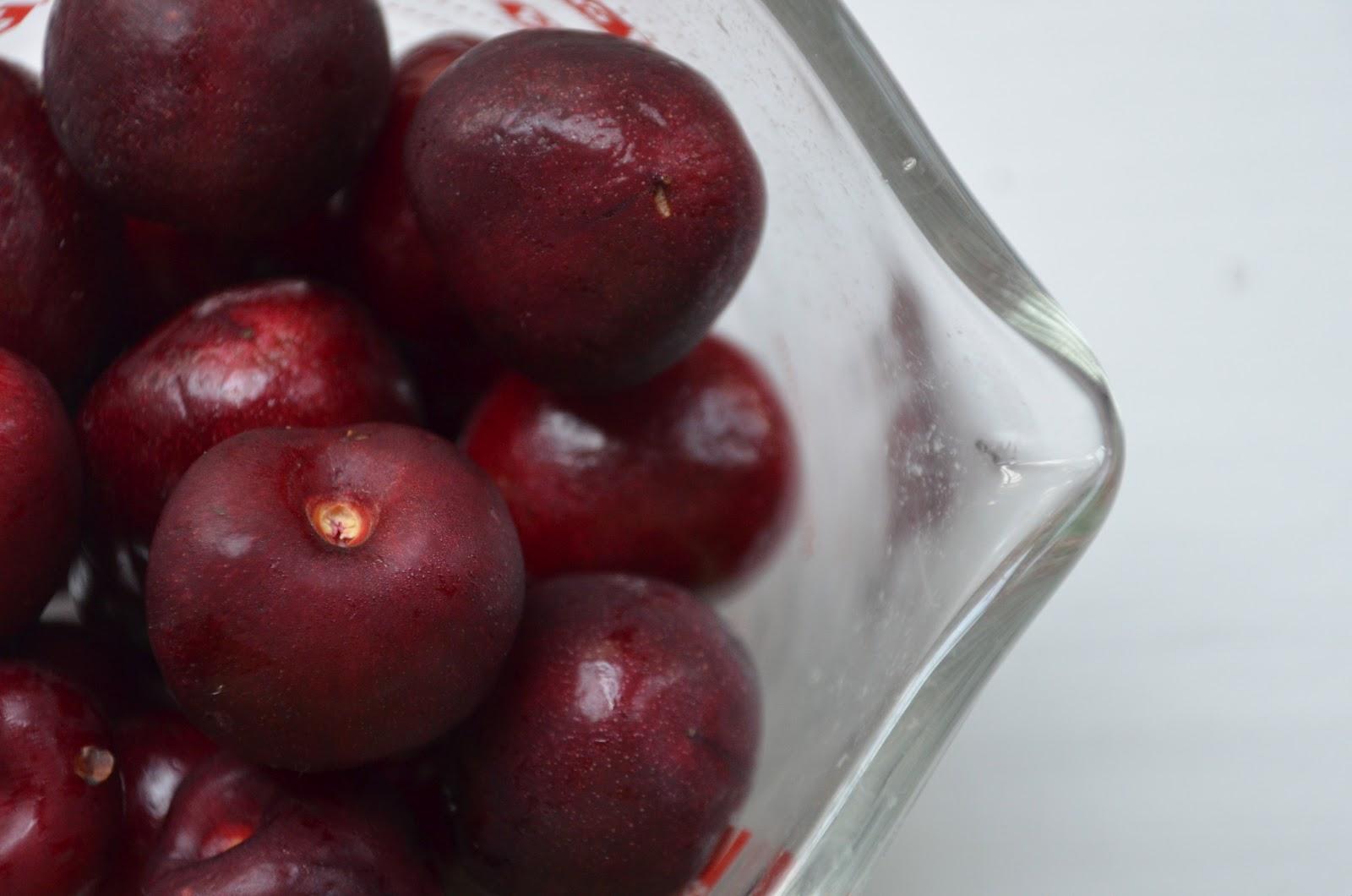 LaurenLivingLocally: Cherry Yogurt Popsicles