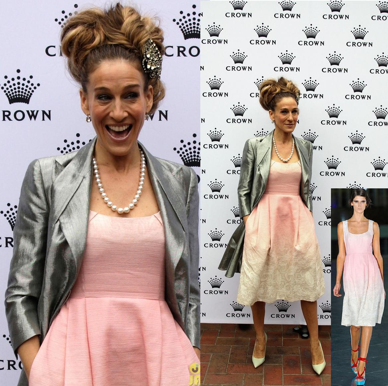 http://2.bp.blogspot.com/-N6PiqkUhZAU/TrUFtrsiYQI/AAAAAAAACbk/J0WJHjoQGzE/s1600/sarah-jessica-parker-crown-oaks-day-cutie-01.jpg
